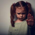 Jak reagować, kiedy dotyka Cię agresja ze strony innych?